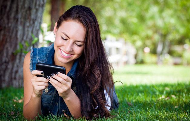 Mobilusis telefonas lietuviams – neatsiejamas pagalbininkas meilės reikaluose