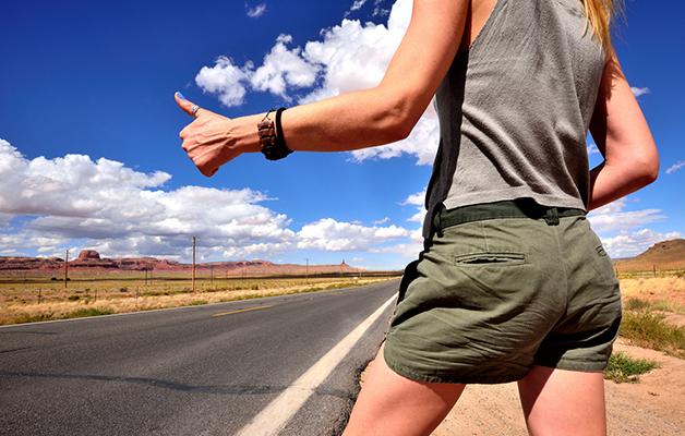 Gera žinia socialiniam verslui: net 70 % jaunuolių ryžtasi kelionėms pakeleivingais automobiliais