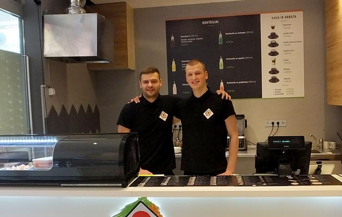 Lietuvos stalo teniso čempionai pradėjo sušių verslą