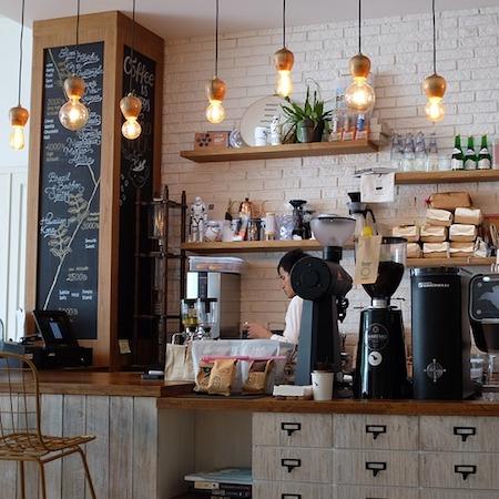 Kavos ir sveikų užkandžių kavinukė
