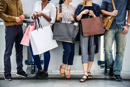 Internetinė prekyba klesti: 40 proc. žmonių perka prekes neiškėlę kojos iš namų