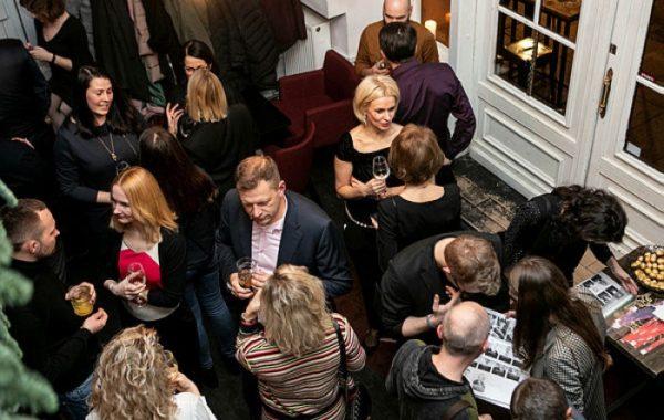 Verslo pažintys ir ekspertų patarimai geriausiame metų vakarėlyje