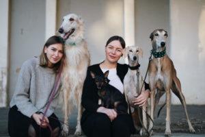Ieškodamos geresnių kadrų įkūrė aksesuarų šunims verslą