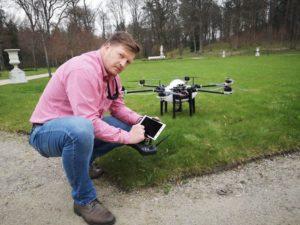 Traktorius laukuose keičia dronai